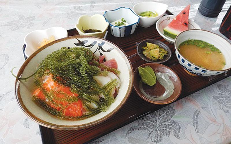 Shirasa Shokudo serves up seafood bowls with original sauce