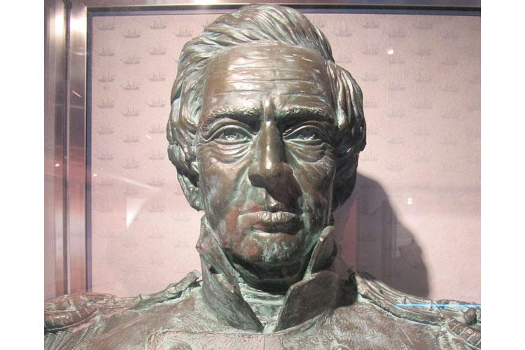 Bronze sculpture of Commodore Perry at the Perry Museum in Kurihama, Yokosuka City. (Photo by Takahiro Takiguchi)
