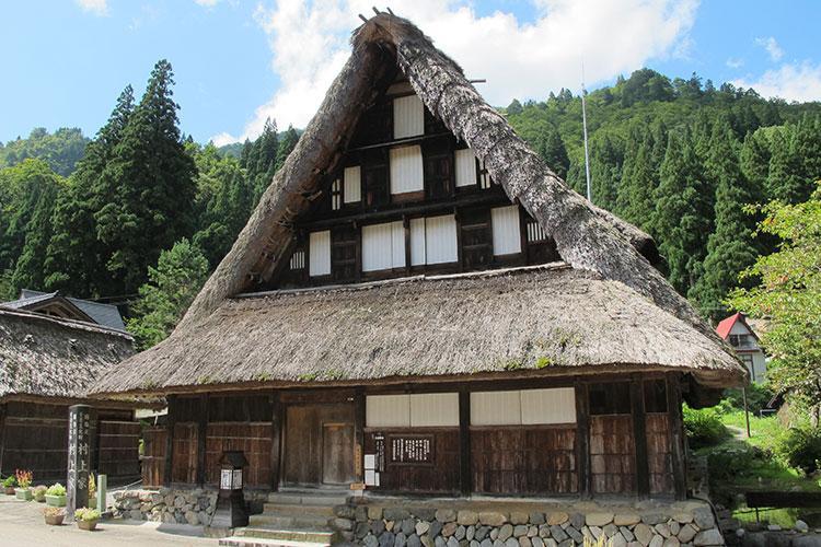 Hands-in-prayer farmhouse in Gokayama, photo by Takahiro Takiguchi