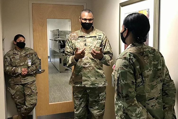 Army Command Sgt. Maj. Michael Gragg (center), senior enlisted leader at the Defense Health Agency, mentors airmen at Joint Base Langley-Eustis in Hampton, Virginia Sept. 23, 2020. (Photo by Army Staff Sgt. Christian V. Olivarez, DHA.)