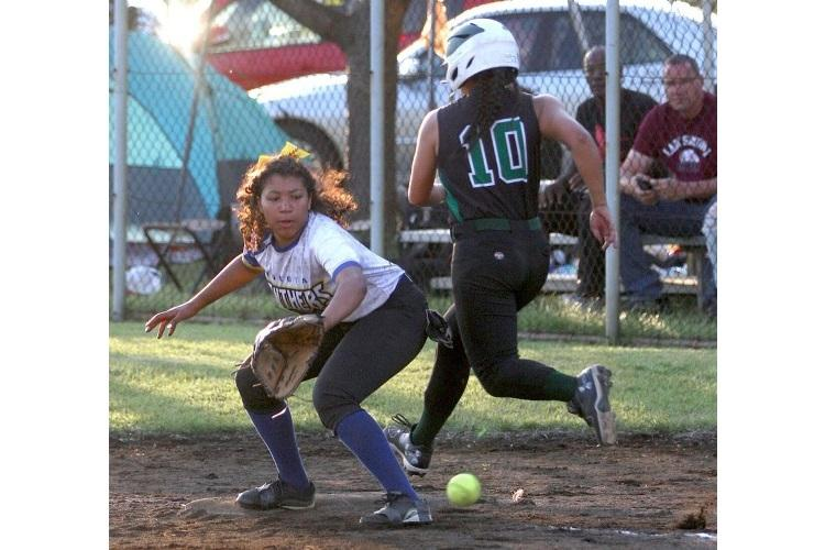 Yokota's Isabella Mollison awaits the throw at first base as Daegu baserunner Neea Lizama races past. (WILLIAM TAKAHASHI/SPECIAL TO STRIPES)
