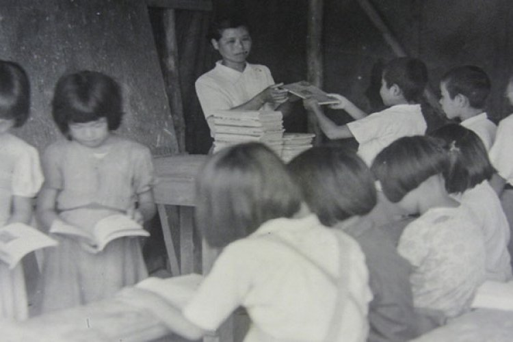 An elementary school in Shuri, Naha City, receives books from Hawaii during the post-World War II relief effort. The postwar humanitarian effort was initiated by a U.S. service member from Hawaii who was a second generation Okinawan. (Photo provided by Dan Nakasone)